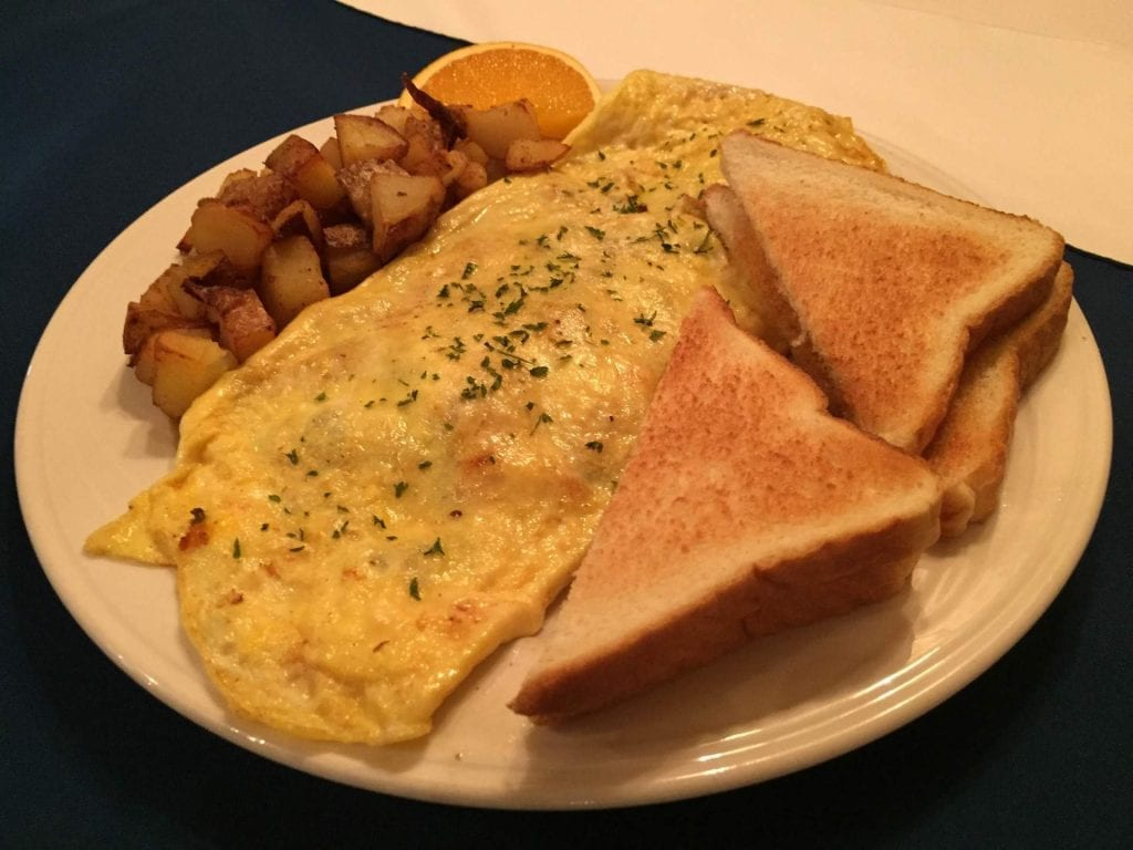 omelet with toast and homefries